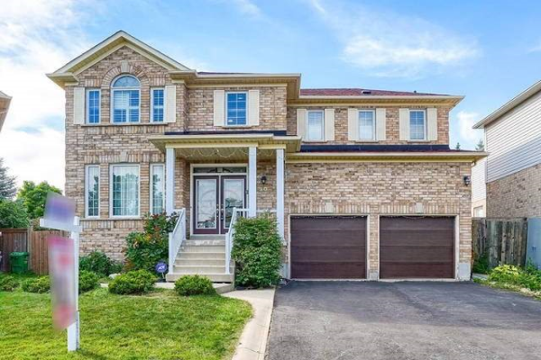 30 Courtsfield Cres, Brampton