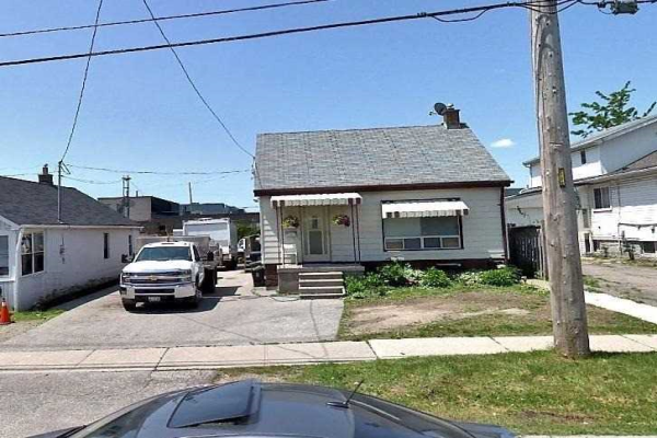 184 Thirtieth St, Toronto