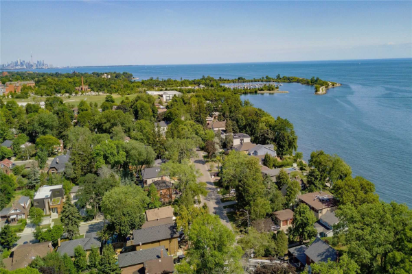 126 Lake Promenade, Toronto