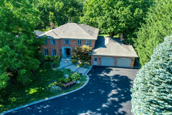 319 Stills Lane, Oakville