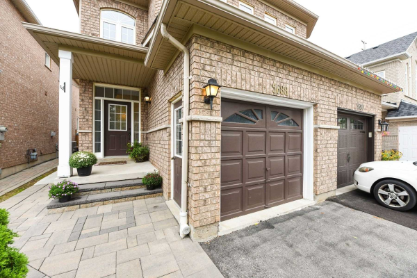 5688 Raleigh St, Mississauga