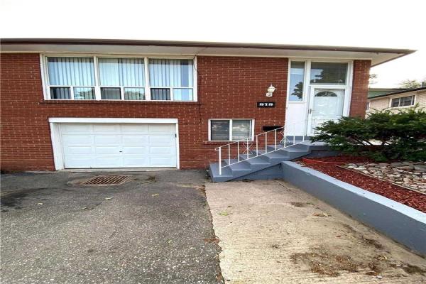 818 Inverhouse Dr, Mississauga