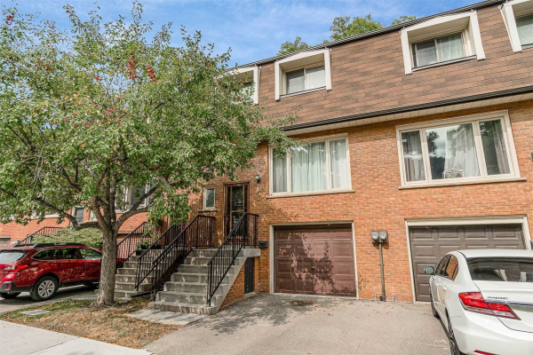 16 Silver Shadow Path, Toronto