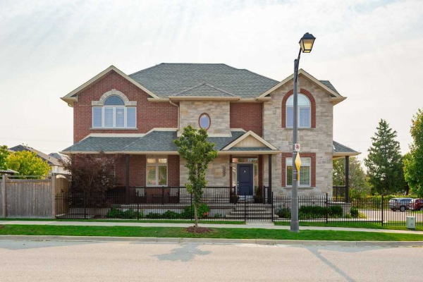 2009 Georgina Crt, Burlington