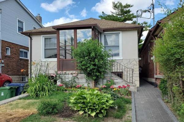 33 Branstone Rd, Toronto