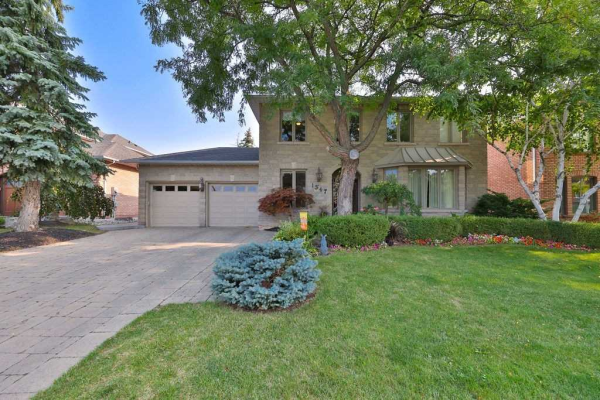 1347 Greeneagle Blvd, Oakville