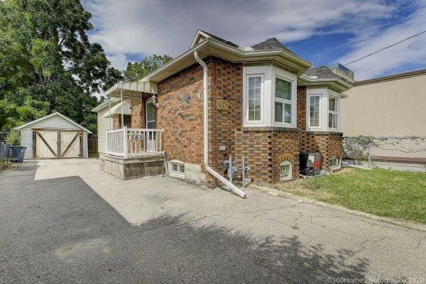583 Burnhamthorpe Rd, Toronto