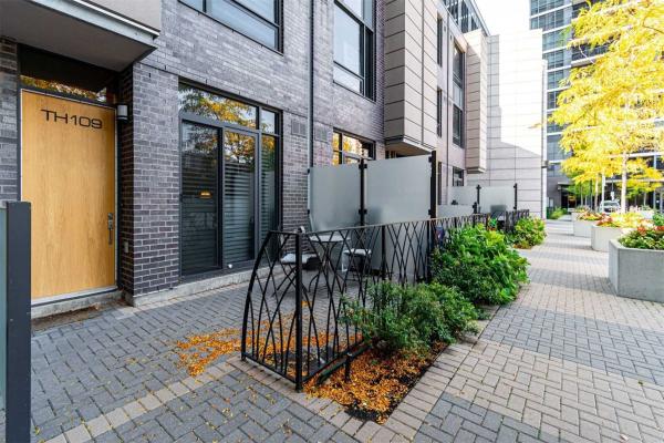$734,900 • 5 Valhalla Inn Rd, Toronto, Toronto <br/> RE/MAX ESCARPMENT REALTY INC., BROKERAGE