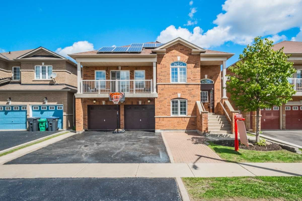 30 Sir Jacobs Cres, Brampton