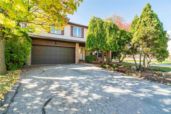 2324 Fleet Path, Burlington