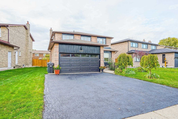 1027 Willowbank Tr, Mississauga