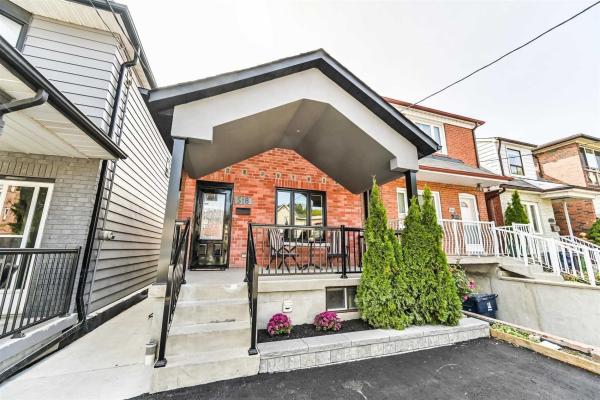518 Silverthorn Ave, Toronto