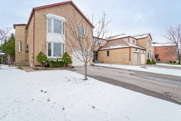 1295 Barberry Green, Oakville
