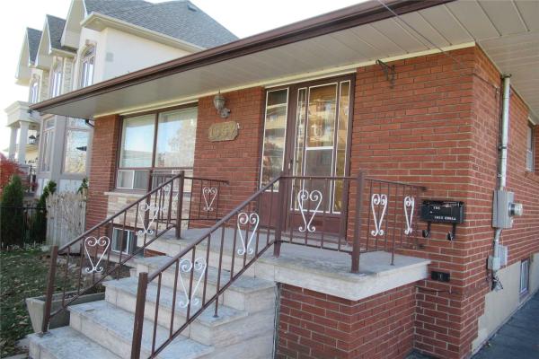 1052 Enola Ave, Mississauga