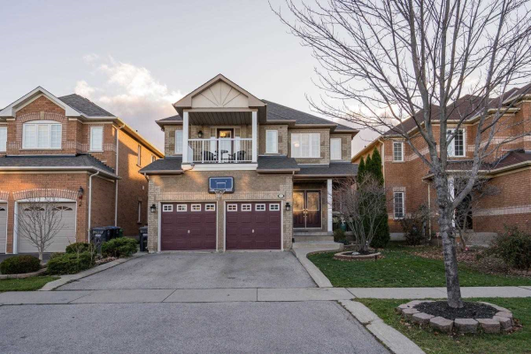 4826 Colombo Cres