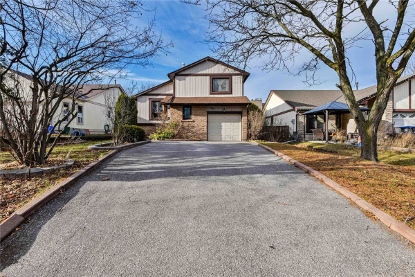 4 Mount Pleasant Dr, Brampton