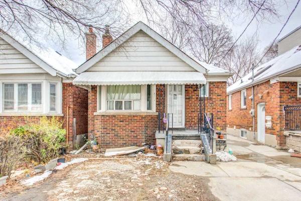 2338 Dufferin St, Toronto