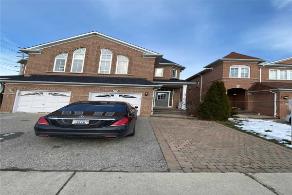 3326 Fountain Park Ave, Mississauga