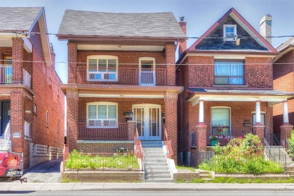1652 Dufferin St, Toronto