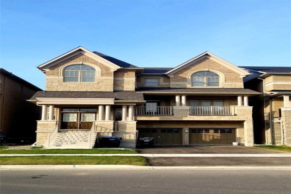 501 Queen Mary Dr, Brampton