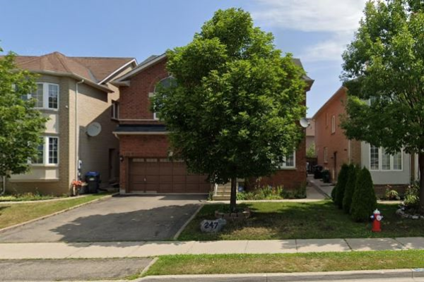 247 Queen Mary Dr, Brampton