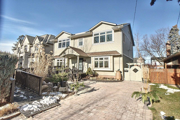 56 Ambleside Ave, Toronto