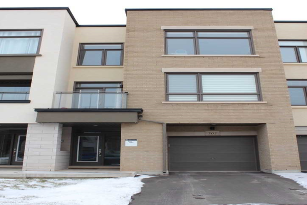 202 Wheat Boom Dr, Oakville