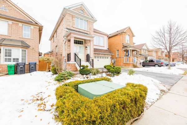 16 Upper Highlands Dr, Brampton