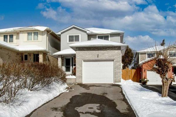$799,900 • 9 Cedarvale Crt, Halton Hills