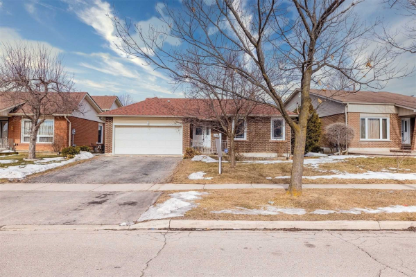 108 Blackthorn Lane, Brampton