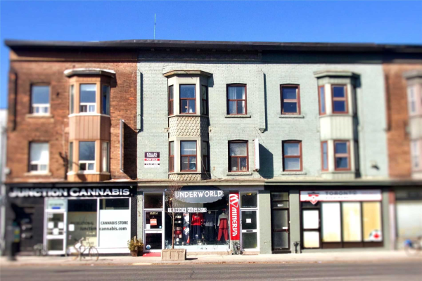 3138 Dundas St W, Toronto