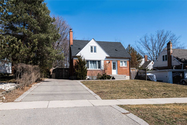 277 Queen Mary Dr, Oakville