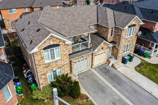 53 Saddleback Sq, Brampton
