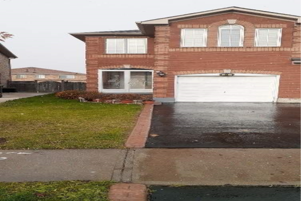 23 Whiteface Cres