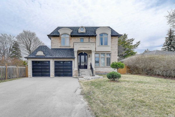 492 Wellington Cres, Oakville