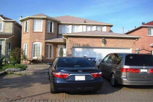 5737 River Grove Ave, Mississauga