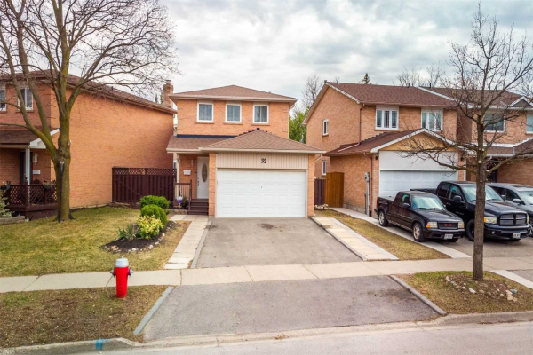 32 Royal Palm Dr, Brampton