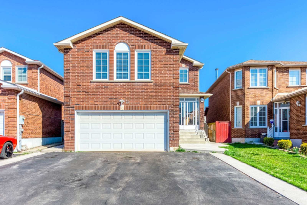 74 Thorntree Cres