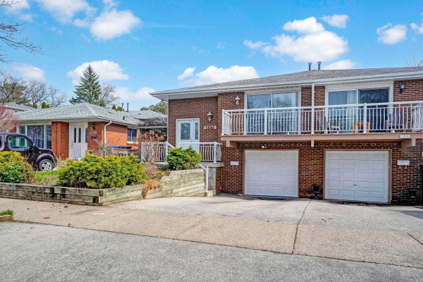 1861 Silverberry Cres
