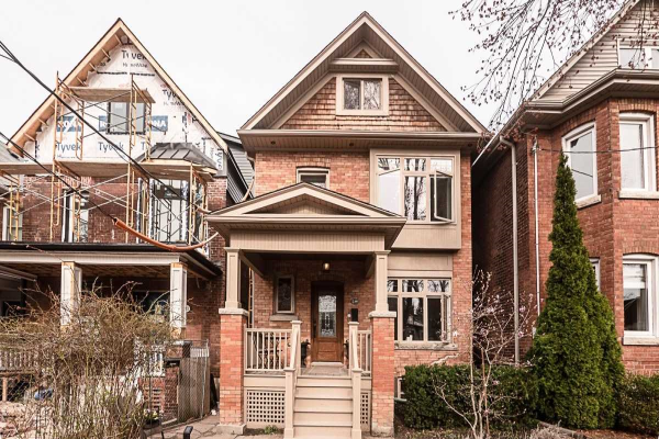 239 Quebec Ave, Toronto