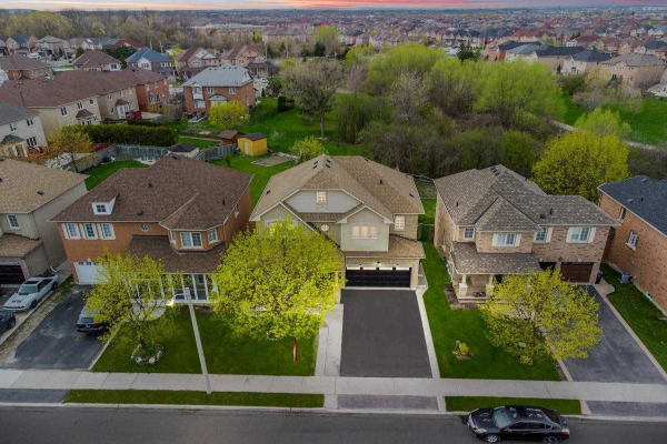 85 Mint Leaf Blvd, Brampton