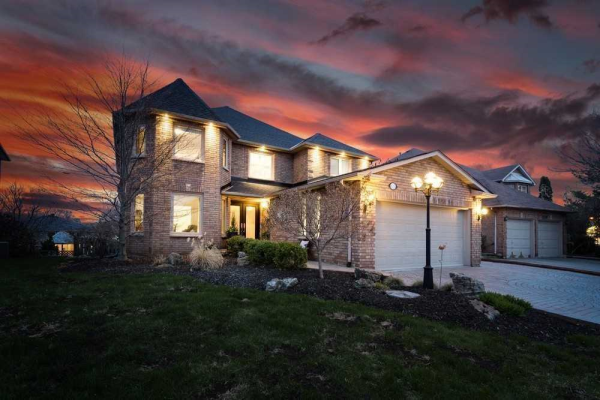1374 Pilgrims Way, Oakville