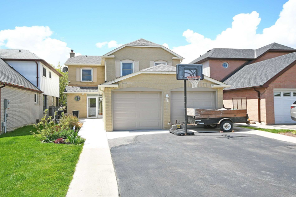 66 Lacewood Cres
