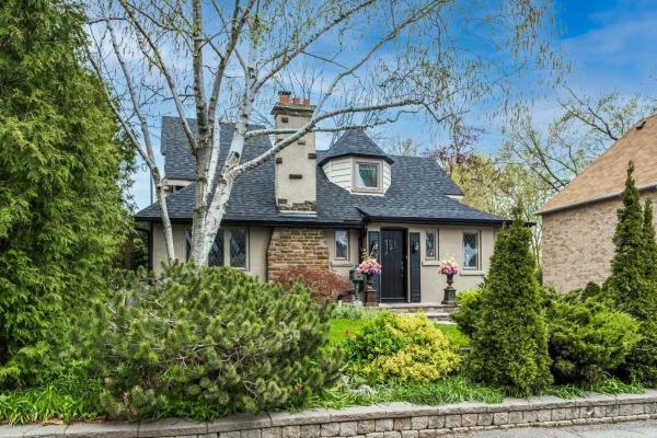 10 Burnhamthorpe Cres, Toronto