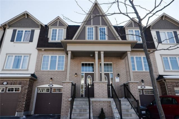 8 Colonel Frank Ching Cres, Brampton