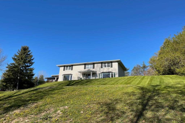 30 Mill Pond Dr, Halton Hills