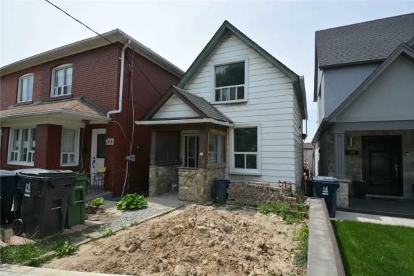 370 Silverthorn Ave, Toronto