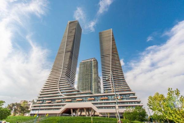 30 Shore Breeze Dr, Toronto