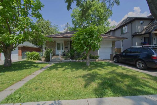 44 Ambleside Ave, Toronto