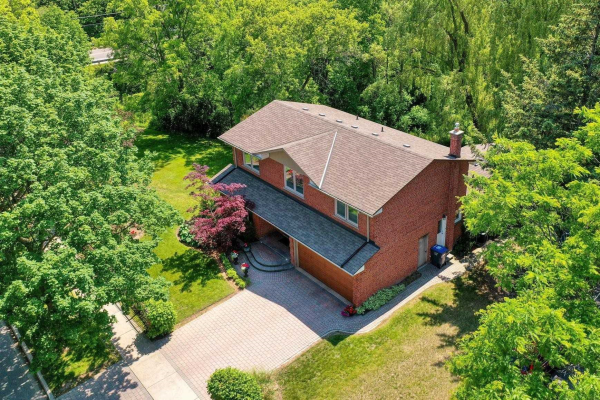 1099 Caldwell Ave, Mississauga